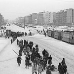 300px-RIAN_archive_178610_Moscow_Avenue_in_Leningrad_led_to_the_front_during_the_1941-1945_Great_Patriotic_War